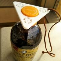 三角のペットボトルオープナー