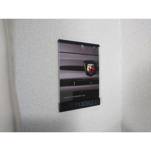 卓上カレンダーを壁面にディスプレイするホルダー