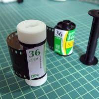 35mmフィルムを中判カメラで使うための変換アダプター