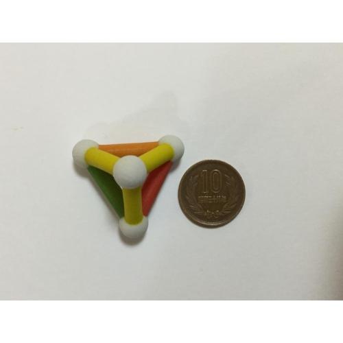 三角すいのオブジェ(color)