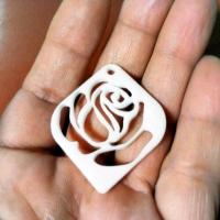薔薇のアクセサリー